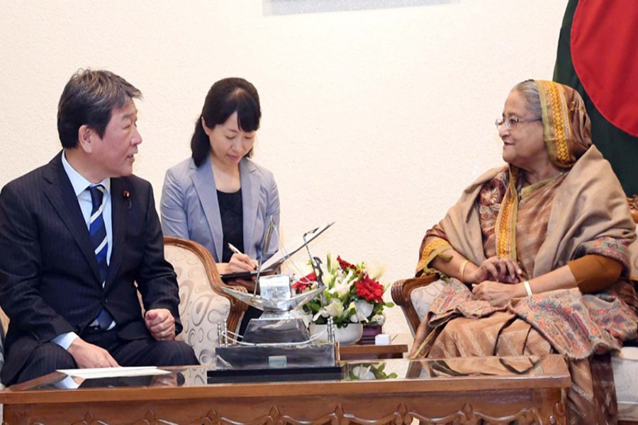 Minister in charge of Economic Revitalisation of Japan Toshimitsu Motegi calls on Prime Minister Sheikh Hasina at her office in Dhaka on Tuesday, January 15, 2019. Photo: PID