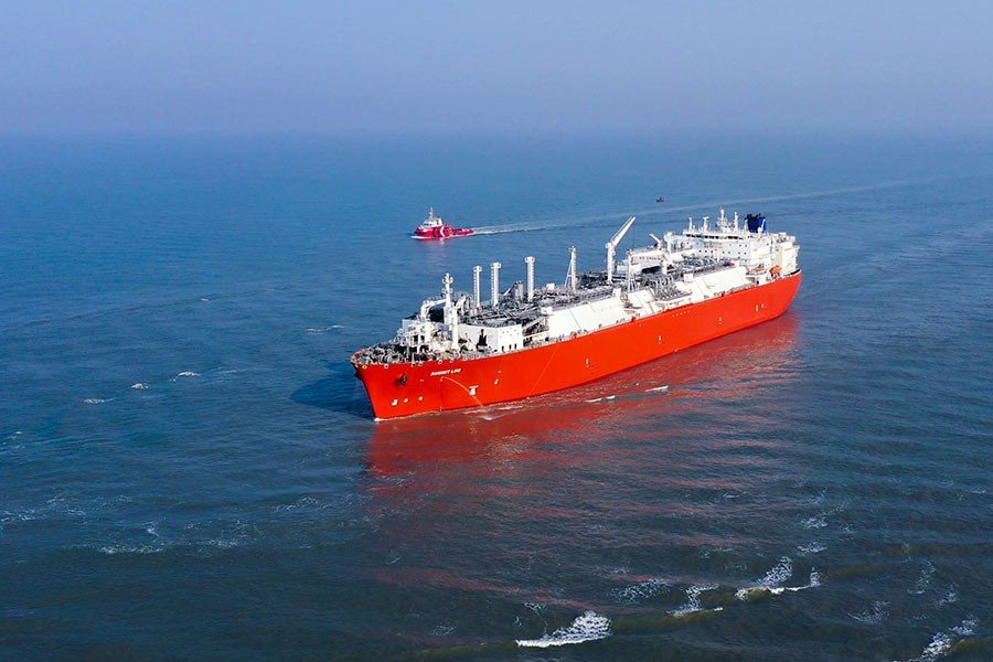 Summit's LNG terminal goes into operation