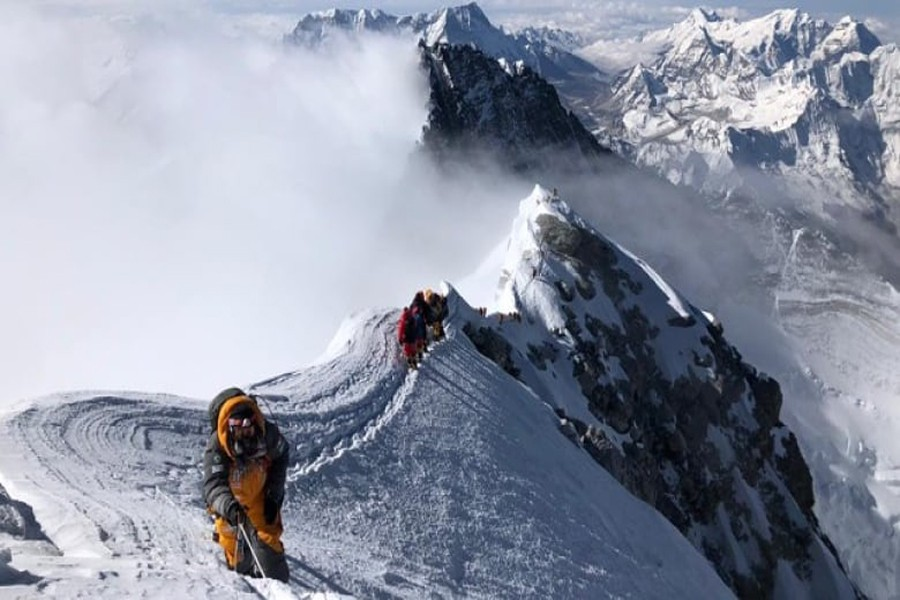 Nepal  to limit Everest access