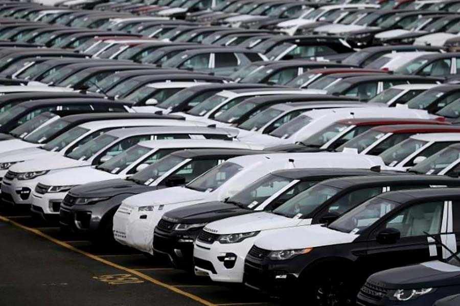 'Dramatic' fall in car output hits UK economy