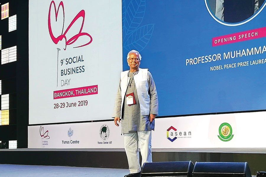 Professor Muhammad Yunus addressing the opening session of 9th Social Business Day in Bangkok on Friday— FE Photo