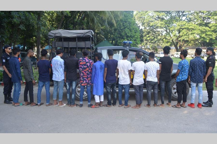 Rab arrests 14 members of 'teen-gang'