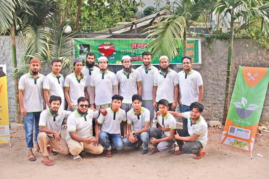 The team of KhaasFood: Habibul Mustafa Arman, the interviewee, is fifth from left in the  second row (standing)