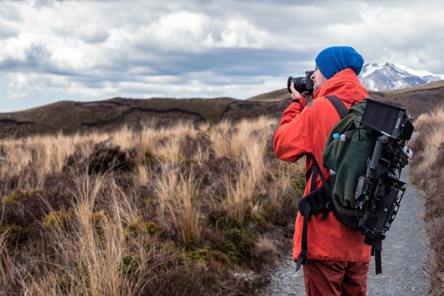 Roaming travellers and their world views