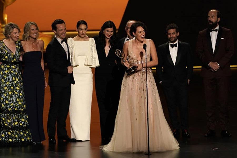 """Phoebe Waller-Bridge stands with fellow cast members as she accepts the award for Outstanding Comedy Series for """"Fleabag"""" — Reuters photo"""