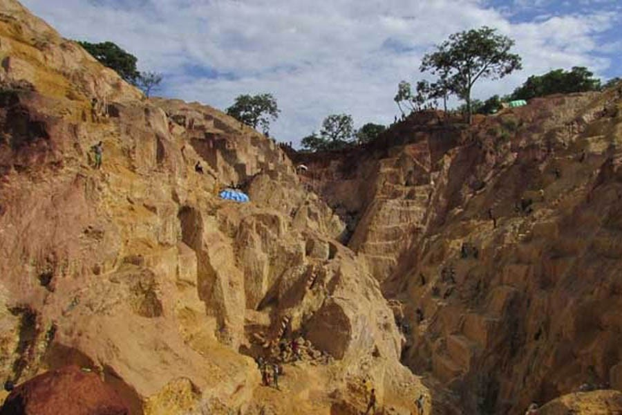 Landslide kills 30 in Chad goldmine