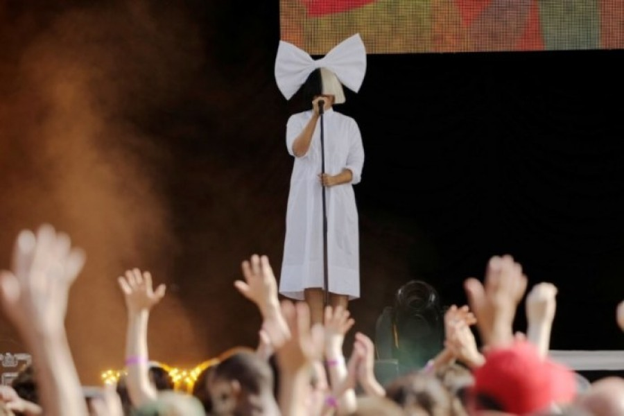 """Singer Sia performs on ABC's """"Good Morning America"""" in New York City, New York on July 22, 2016 - Photo: REUTERS/Joe Penney"""