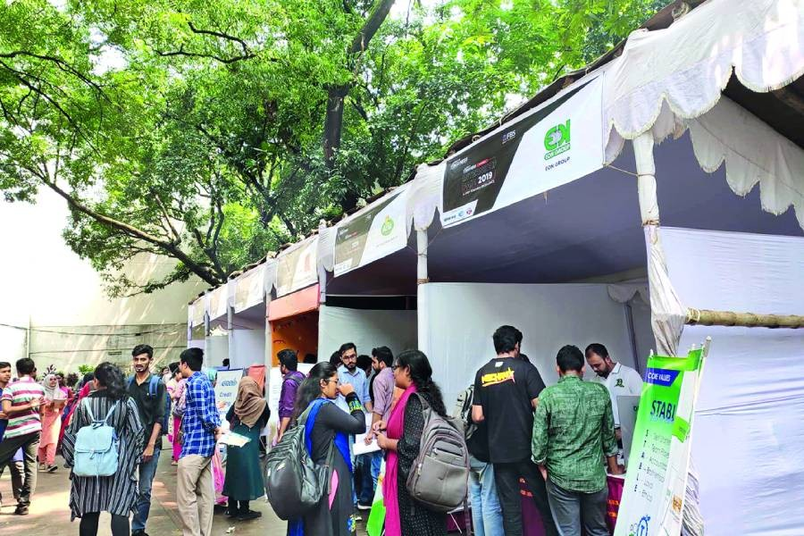 Students attending 'The internship fair 2019' organised by Voice of Business at Dhaka University