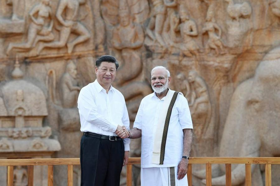 Indian Prime Minister Narendra Modi (R) shaking hands with Chinese President Xi Jinping during their visit at Arjuna's Penance, ahead of the summit at the World Heritage Site of Mahabalipuram in Tamil Nadu state. —Reuters Photo