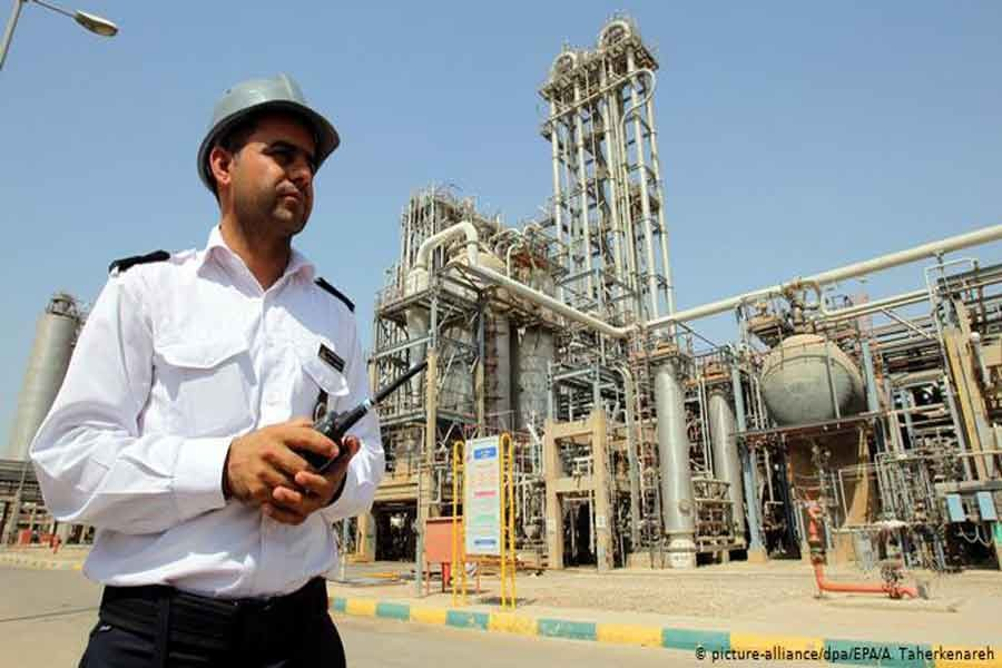 Iran discovers oil field with 53b barrels of crude