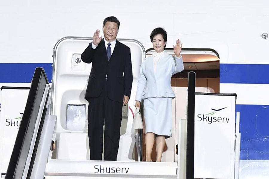 Chinese President Xi Jinping and his wife Peng Liyuan disembark from the airplane upon their arrival at the airport in Athens, Greece, November 10, 2019. Photo: Xinhua