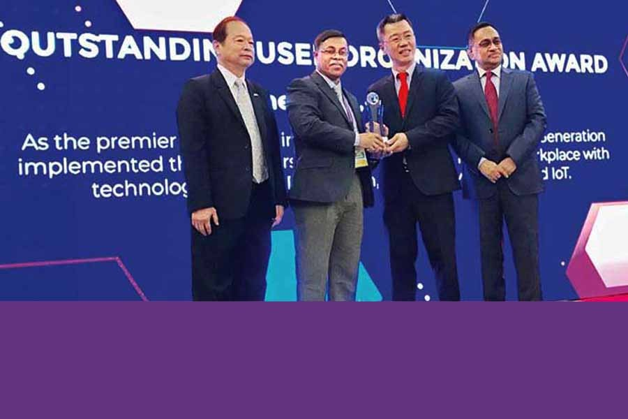 SM Ashraful Islam (2nd from left), Executive Vice Chairman of eGeneration, received the award on behalf of the company from David Wong, Chairman, ASOCIO in an event held in Kuala Lumpur, Malaysia on Tuesday
