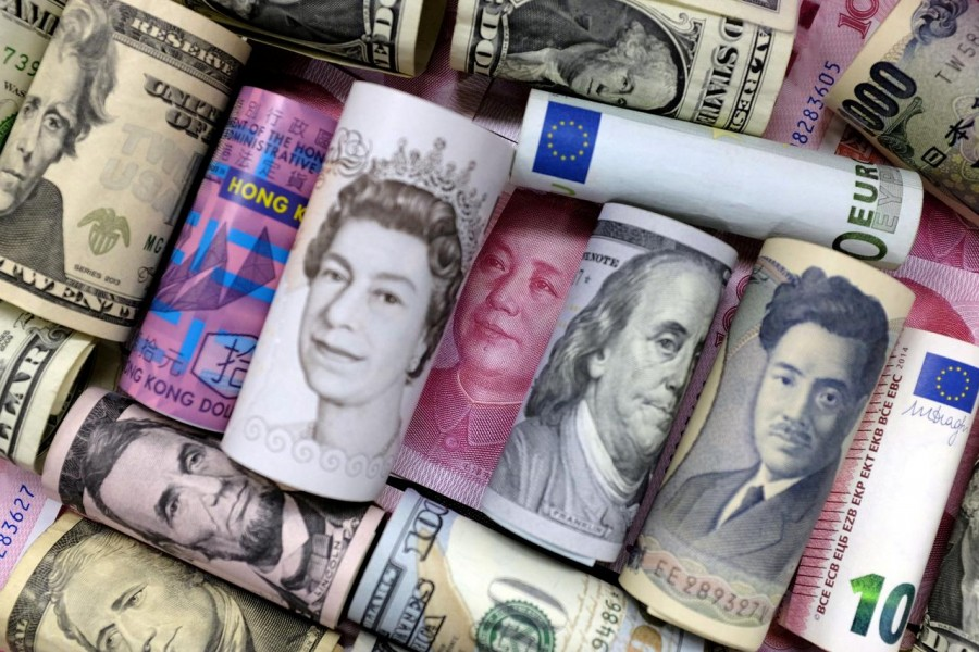 Euro, Hong Kong dollar, US dollar, Japanese yen, pound and Chinese 100 yuan banknotes are seen in this picture illustration, January 21, 2016. Reuters/Illustration/File Photo