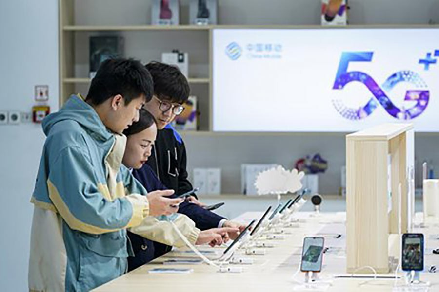 Consumers experiencing 5G mobile phones at a business hall of China Mobile Beijing Branch in Beijing, capital of China last month. Photo: Xinhua