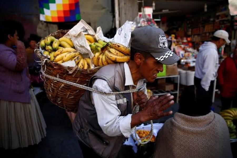 A man carries bananas at a street market in La Paz, Bolivia, November 17, 2019. REUTERS/David Mercado