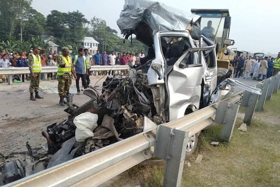 Road crash in Munshiganj claims lives of nine people