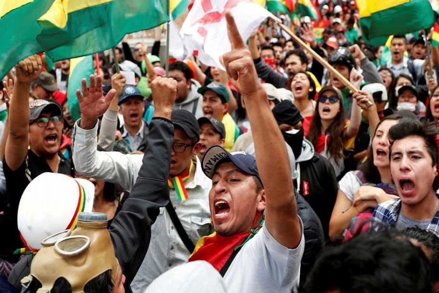People shout slogans during a protest against Bolivia's President Evo Morales in La Paz, Bolivia on November 09, 2019. — Photo: Reuters