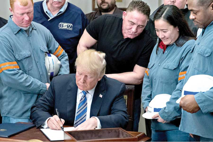 President Donald Trump signs the proclamation on steel imports on March 08, 2018.  —Photo: AP
