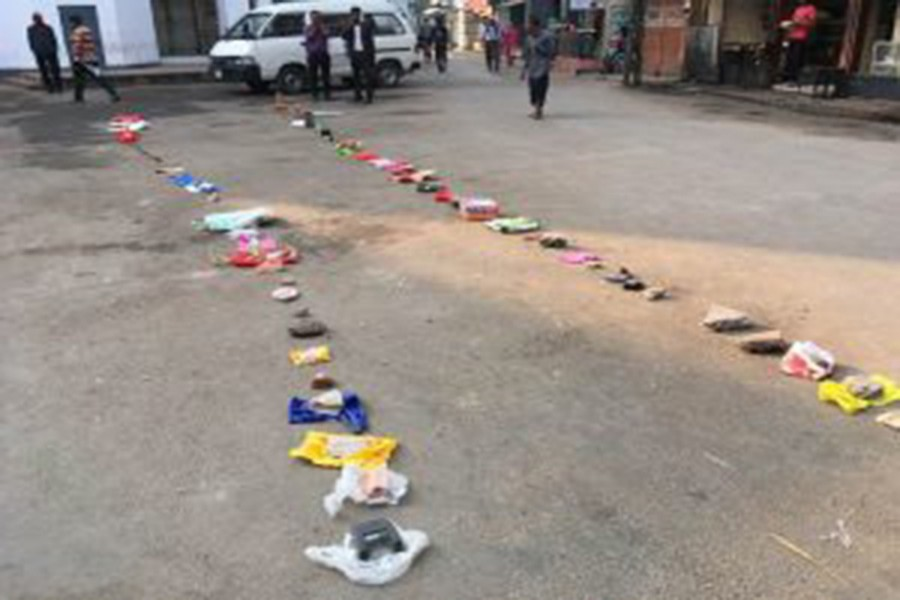 Due to a sudden suspension of selling onion through TCB outlets in Rajshahi on Saturday, customers put bags and trashes in lines marking their serials so that they can queue up at the same spot tomorrow       — FE photo