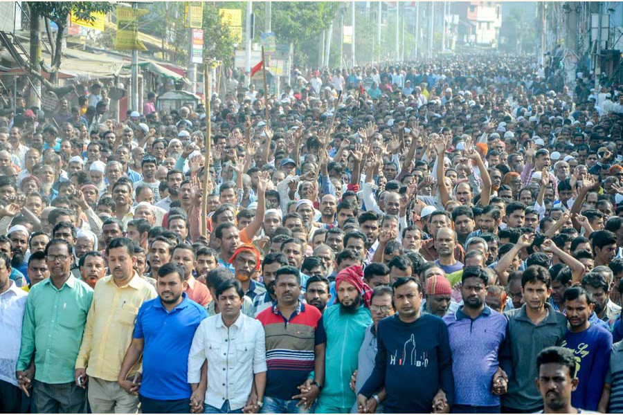 Nine state-owned jute mill workers in Khulna brought out a procession on Monday demanding payment of wages to the workers — FE Photo