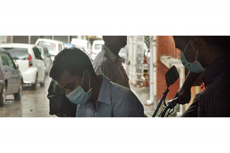 Many crowded the IEDCR in Dhaka for swine flu tests during a global outbreak in 2009