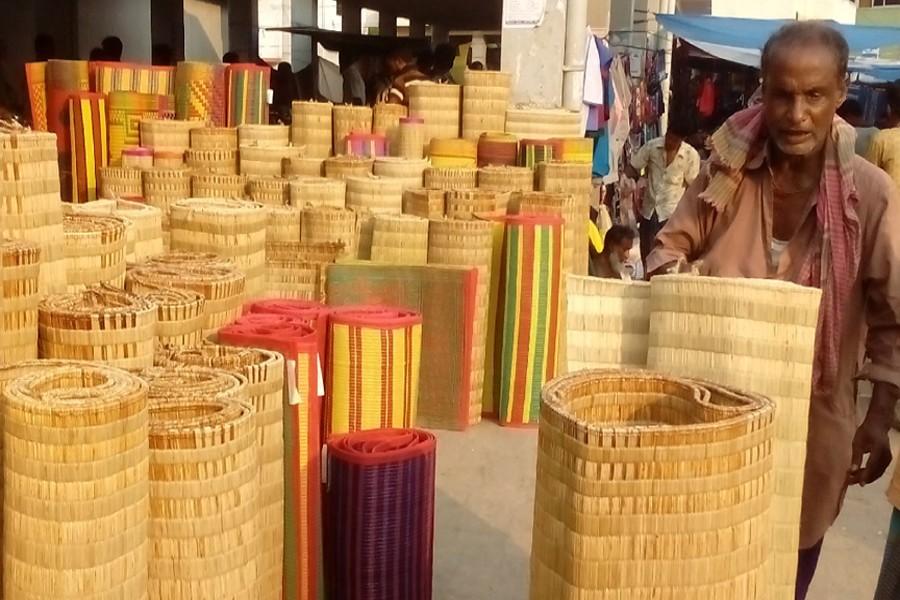 Satkhira's 'mele' mat industry faces extinction