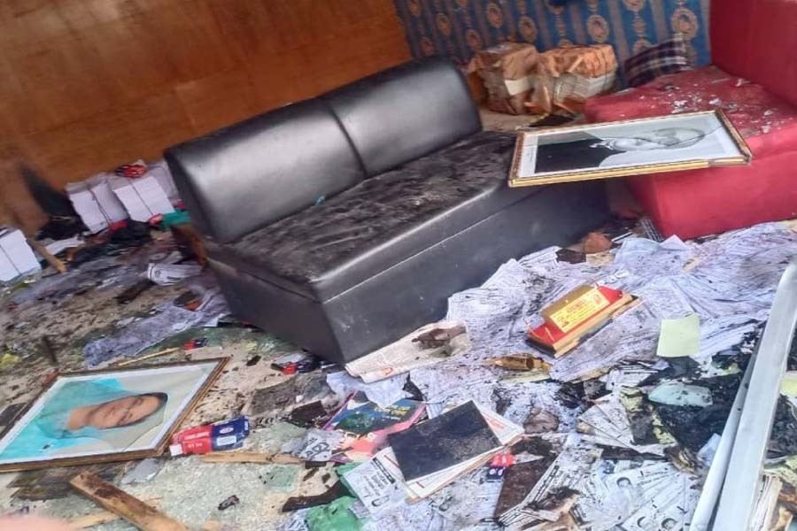 AL candidate 'attacks' independent aspirant's office in Keraniganj