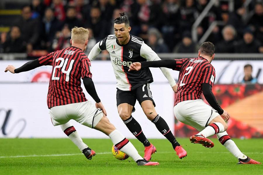 Juventus' Cristiano Ronaldo in action with AC Milan's Davide Calabria and Simon Kjaer — Reuters photo