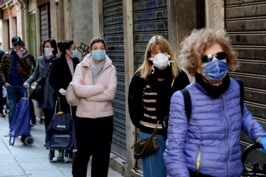 Customers queue at the Rialto fish market, as new restrictions for open-air markets are implemented by the Veneto region to prevent the spread of the coronavirus disease (COVID-19), in Venice, Italy, April 4, 2020. REUTERS/Manuel Silvestri