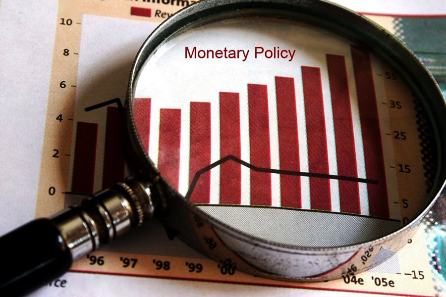 Economists heap praise on monetary policy