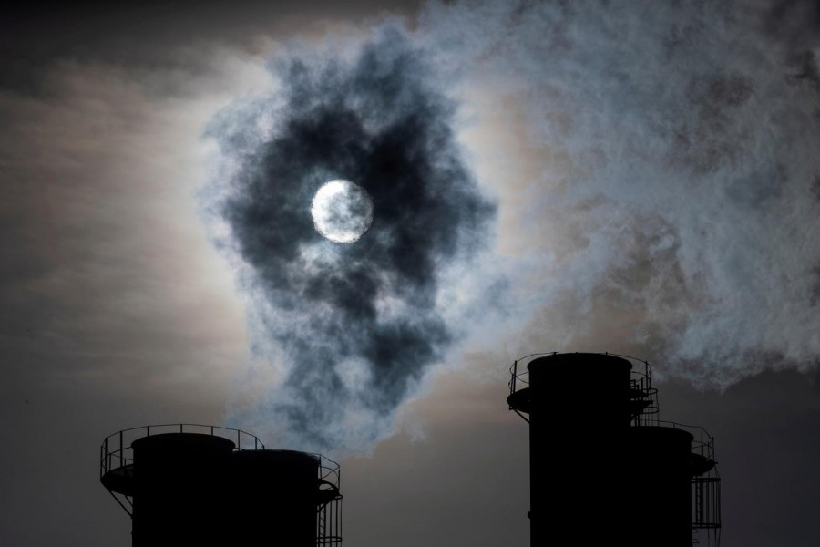 Sun shines through steam rising from chimneys of a power plant in Moscow, Russia on November 13, 2019 — Reuters/Files