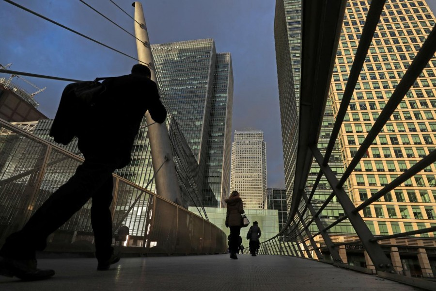 People walk through the Canary Wharf financial district of London, Britain, December 7, 2018. REUTERS/Simon Dawson/File Photo