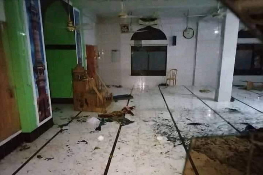 More than 50 Muslim worshippers sustained burn injuries when six air conditioners at a mosque in Narayanganj's Fatullah exploded on Sep 4 - File photo/ Collected