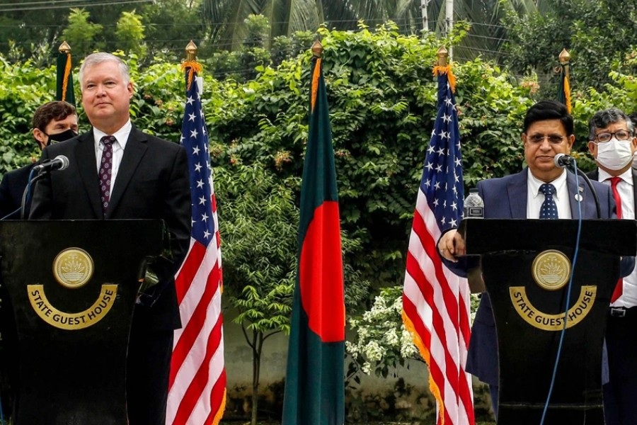US Deputy Secretary of State Stephen Biegun, left, and Bangladesh's Foreign Minister AK Abdul Momen at a press conference in Dhaka