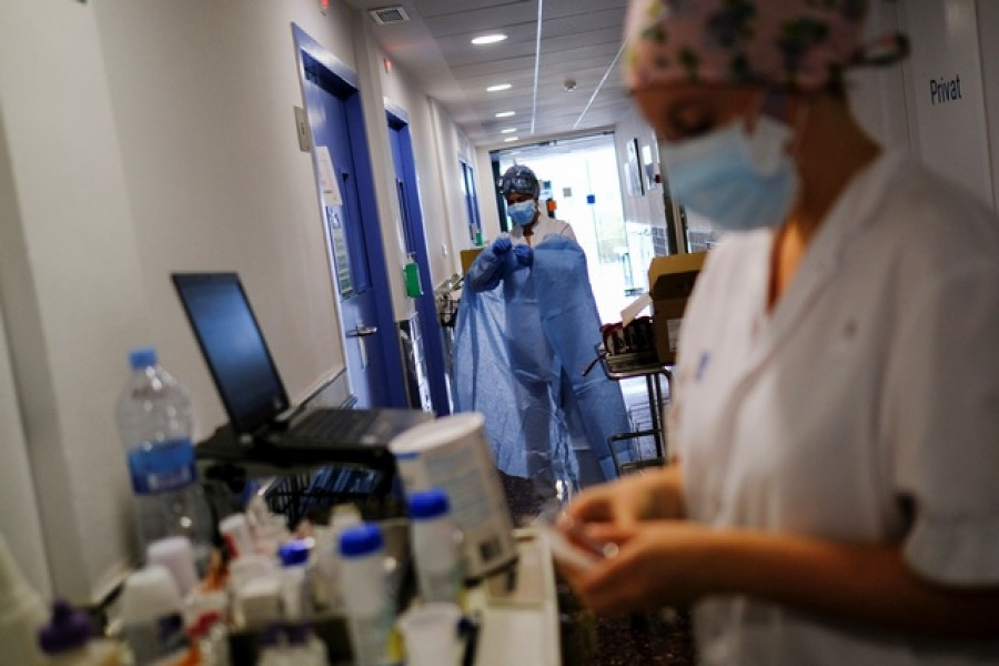 A hospital staff prepares to treat a patient suffering from coronavirus disease (COVID-19), after Catalonia's government imposed new restrictions in an effort to control a new outbreak of the coronavirus disease (COVID-19) in Barcelona, Spain, Oct 20, 2020. REUTERS