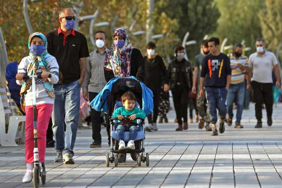 Iranian people are wearing masks amid a rise in the coronavirus infections. The photo was taken on Friday from West Tehran. –Reuters Photo