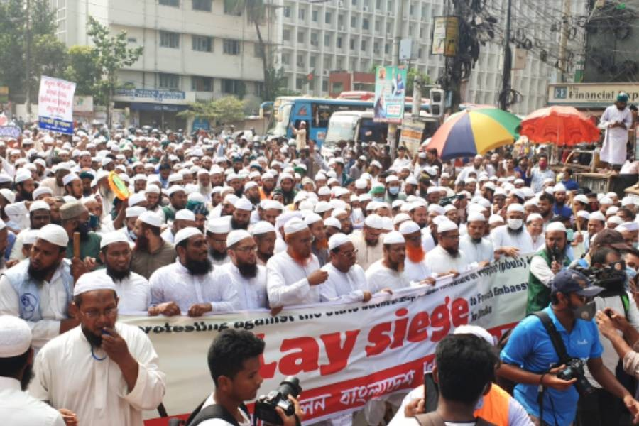 Depicting Prophet: Thousands protest with call to boycott Frenchgoods