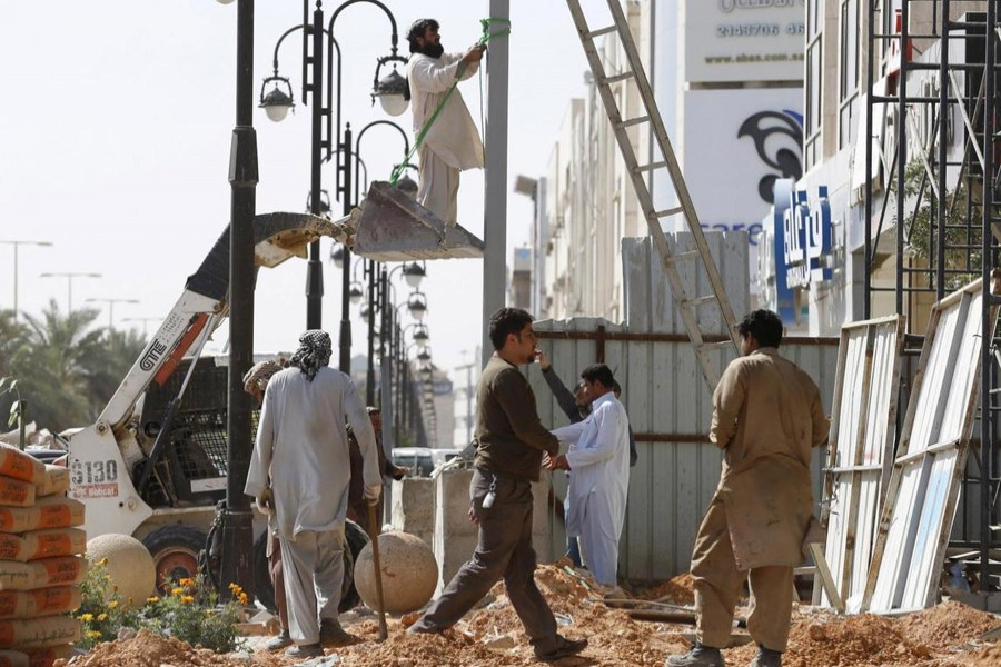 Representational image: Labourer work to remove a pole outside a residential building in Riyadh, Saudi Arabia, February 9, 2016 -- Reuters/Files