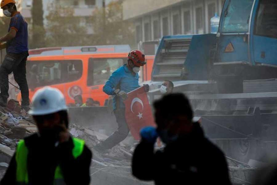 Death toll climbs to 100 from earthquake in Turkey