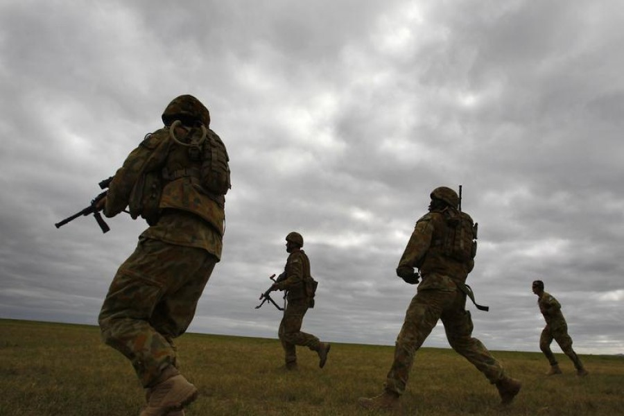 Members of Australia's special forces conduct an exercise during the Australian International Airshow in Melbourne March 2, 2011. REUTERS/Mick Tsikas