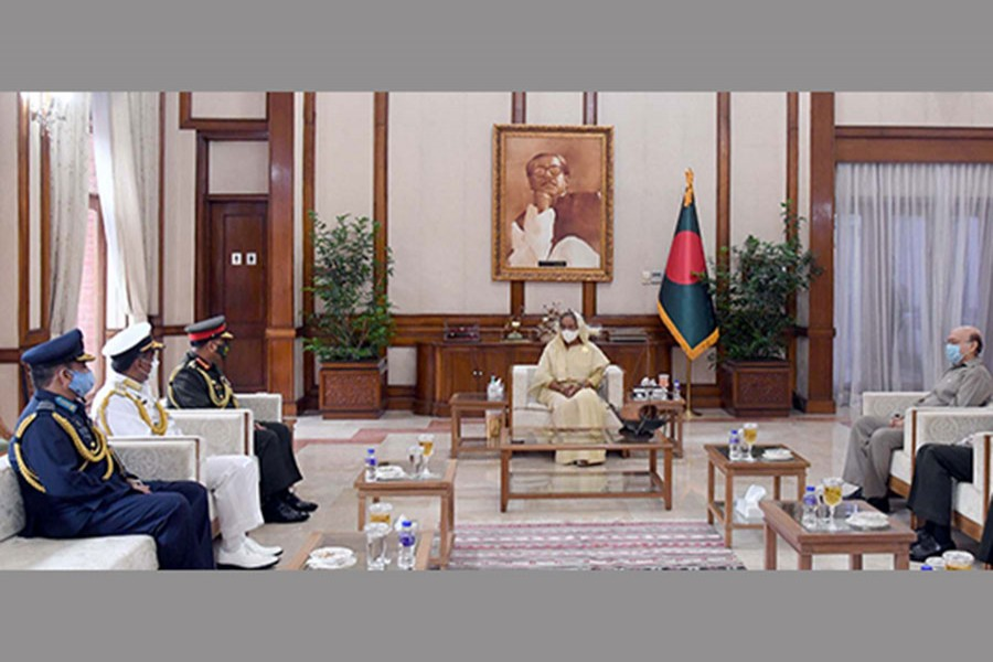 Chiefs of three services call on PM