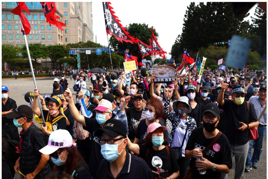 Thousands join Taiwan demonstration, anger focused on US pork