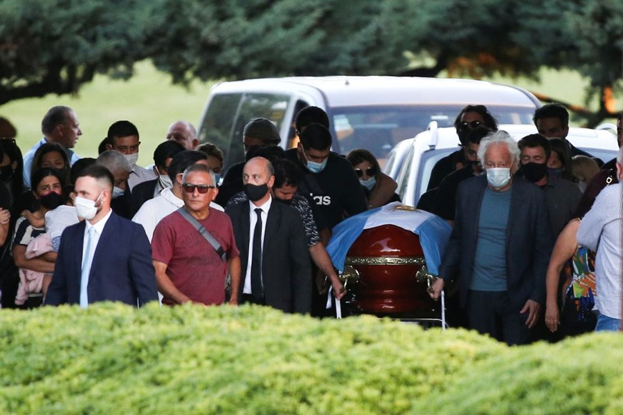 Friends and family carry the casket of football legend Diego Armando Maradona, at the cemetery in Buenos Aires, Argentina on November 26, 2020 — Reuters photo