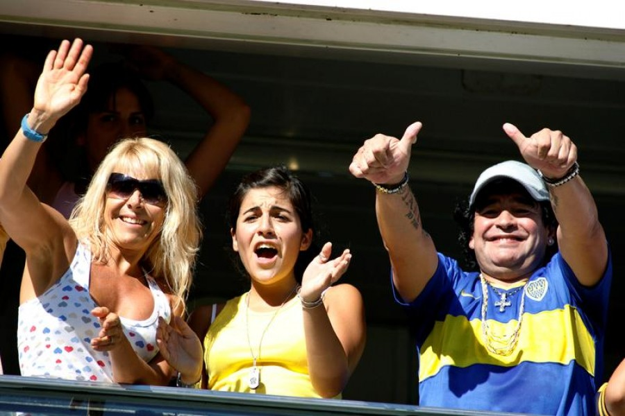 Argentine football legend Diego Maradona (R), his daughter Giannina and his ex-wife Claudia Villafane (L) cheer for Boca Juniors during their First Division football match against Rosario Central in the Argentine championship in Buenos Aires February 18, 2007 – Reuters/Files