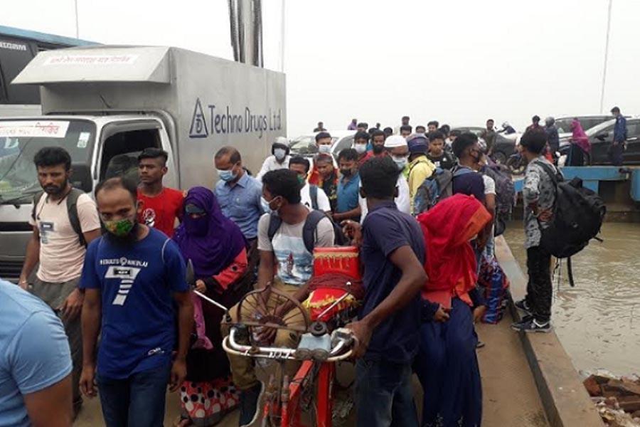Paturia-Daulatdia ferry services resume after eight hours