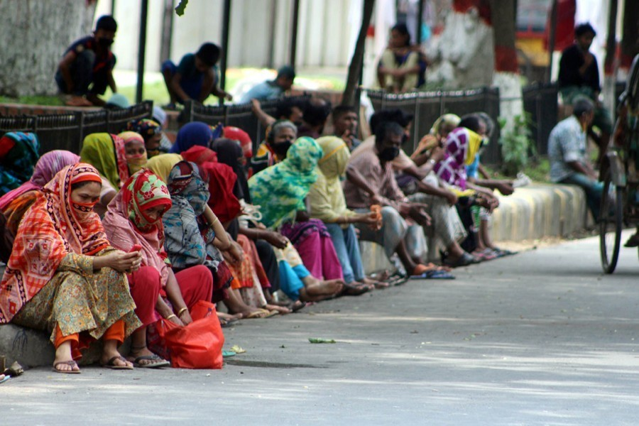 Low income people in Dhaka's Eskaton area waiting for people to come and provide some relief assistance for them during the government-enforced lockdown in April — Focus Bangla/Files