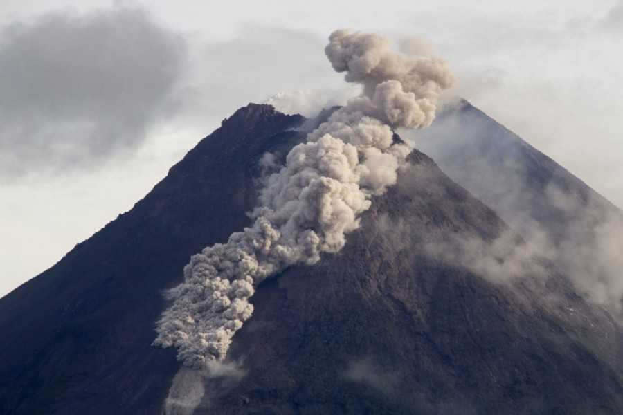 Hot cloud of volcanic materials run down the slope of Mount Merapi during an eruption in Sleman, Wednesday, Jan 27, 2021. Indonesia's most active volcano erupted Wednesday with a river of lava and searing gas clouds flowing 1,500 metres (4,900 feet) down its slopes. (AP Photo/Slamet Riyadi)