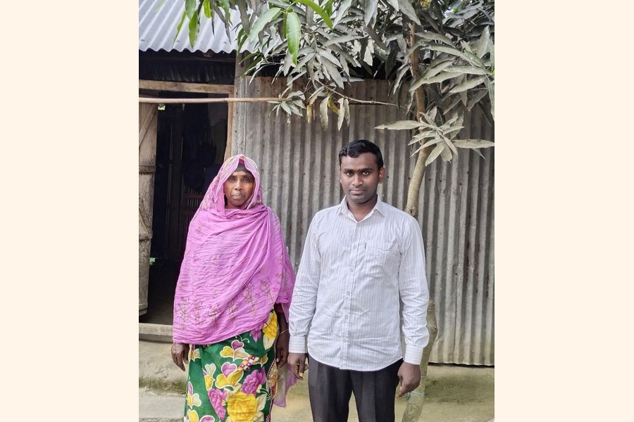 Mijanur Rahaman posing with his proud mother Zobeda Khatun at his house at Char Khulaghat village of Khulaghat union in Lalmonirhat district — FE Photo