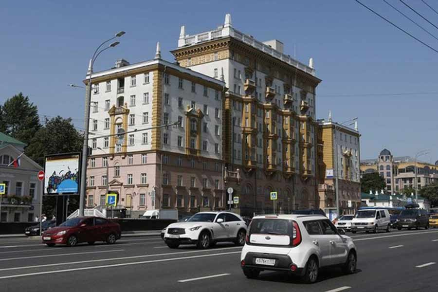 Vehicles drive past the embassy of the US in Moscow -Reuters file photo