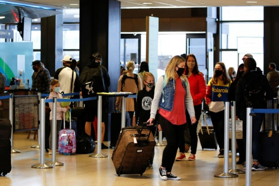 Travellers stand at check-in lines at Seattle-Tacoma International Airport in SeaTac, Washington, US April 12, 2021 — Reuters/Files